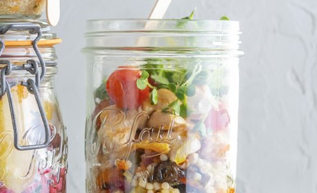 Greek_salad_jar_with_chicken